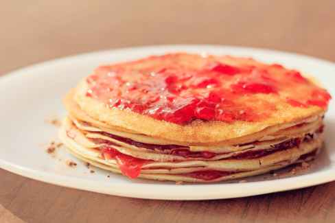 selective focus photograph of strawberry jam crepe cake